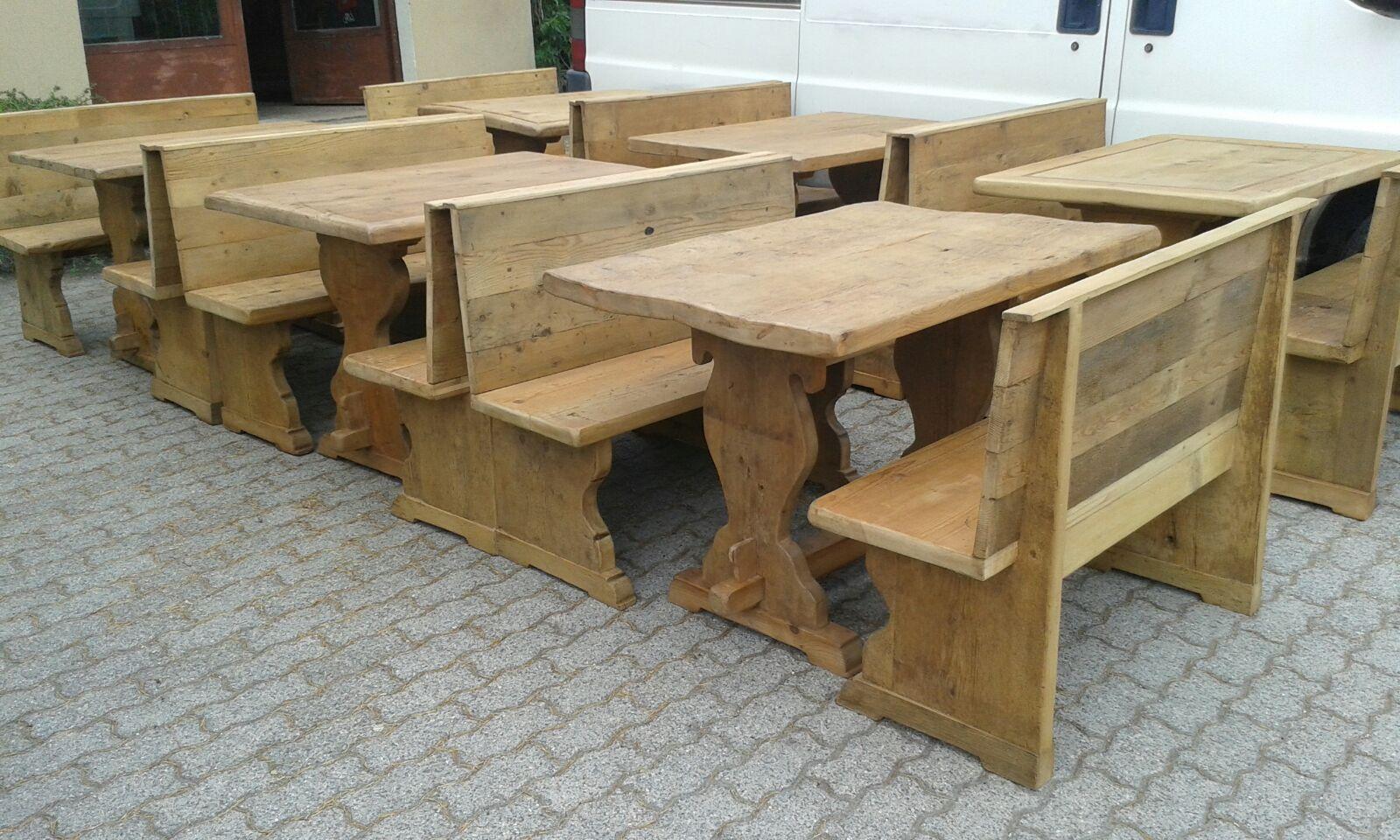 Realizzazione di tavoli per bar