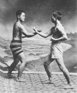 Miyagi Chojun und Kyohda Juhatsu beim Kakie Training