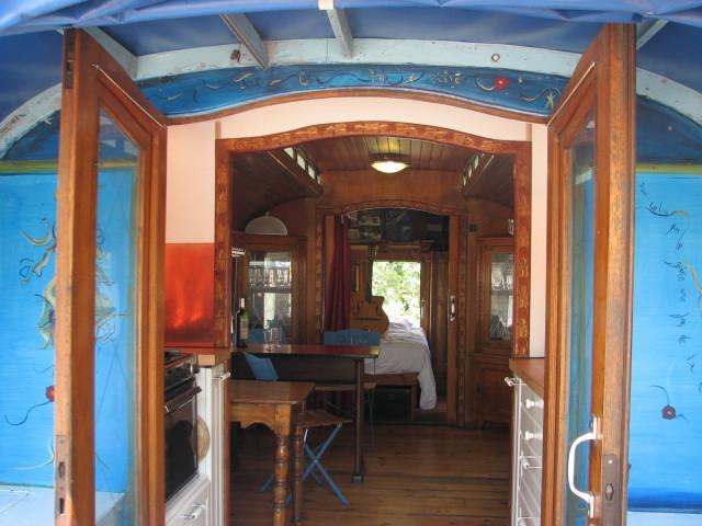 au bord d 39 un lac un camping et une roulotte vos. Black Bedroom Furniture Sets. Home Design Ideas
