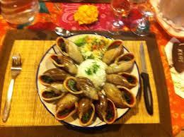 Douzaine d'escargots de l'île des Pins farcis au beurre, à l'ail et au persil
