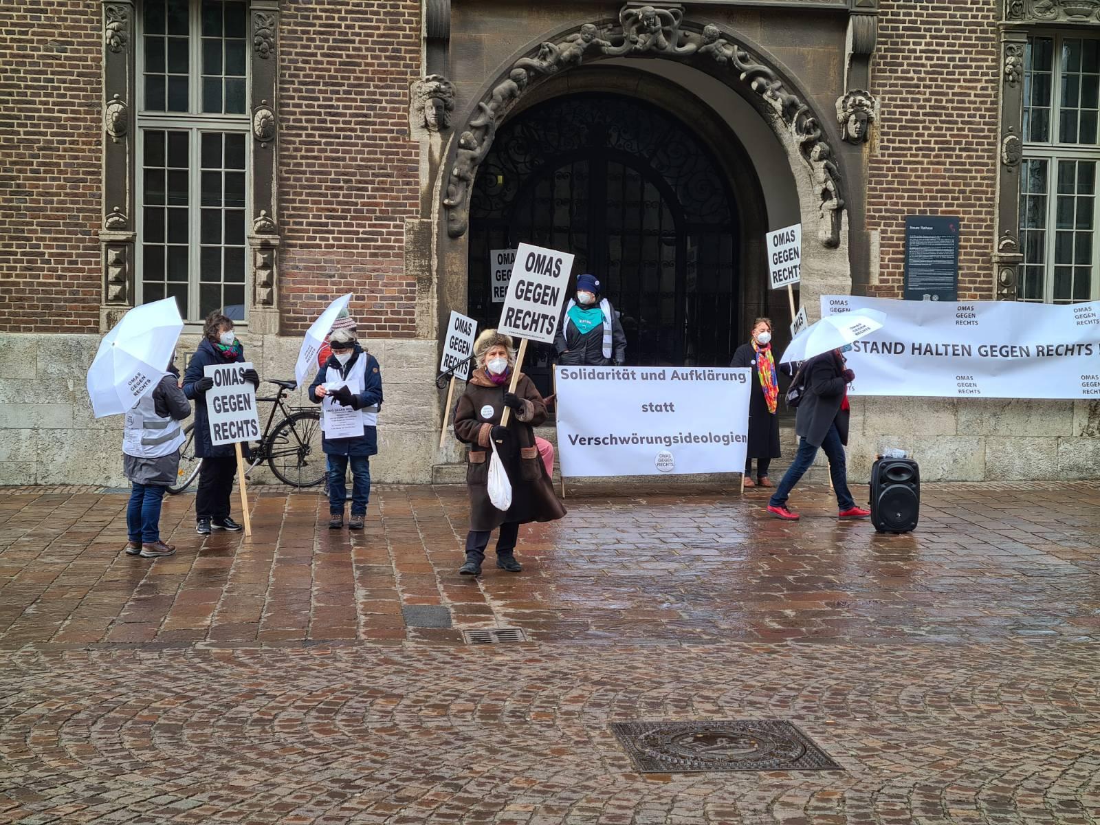 Bremen: Mahnwache vor dem Rathaus