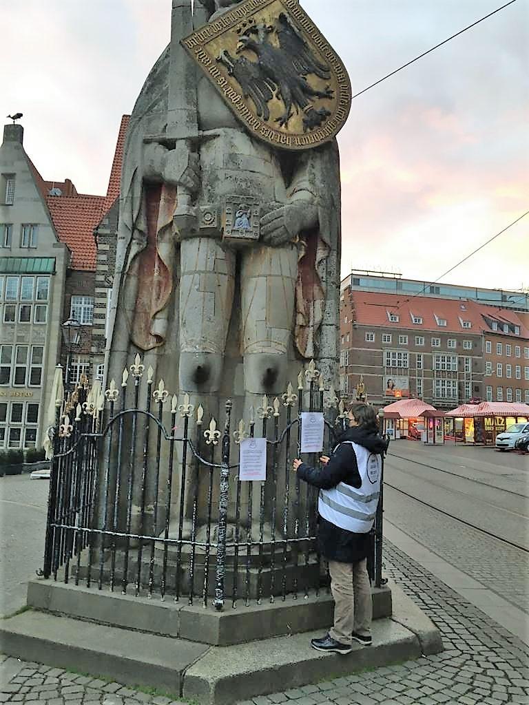 Bremer OMAS GEGEN RECHTS ON TOUR - Bundesweite Plakataktion der OMAS GEGEN RECHTS Deutschland-Bündnis – die Bremer OMAS waren dabei