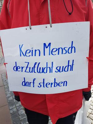 Bremen: Omas gegen Rechts am Bremer Roland