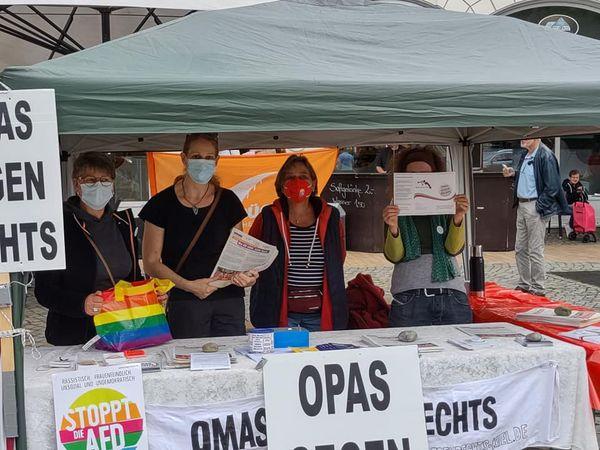 Kiel/Preetz: Infostand der OMAS