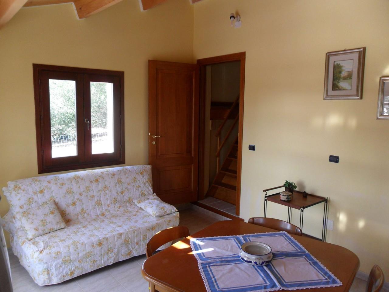 Zona soggiorno con divano letto matrimoniale