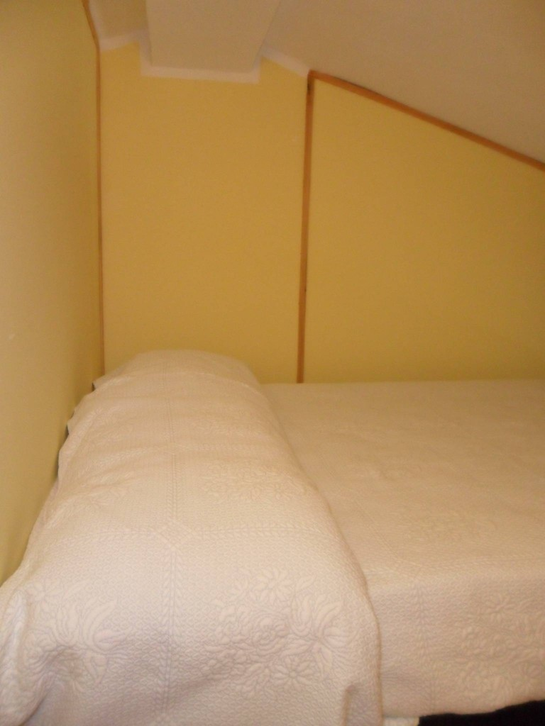Camera soppalcata con letto da una piazza e mezza