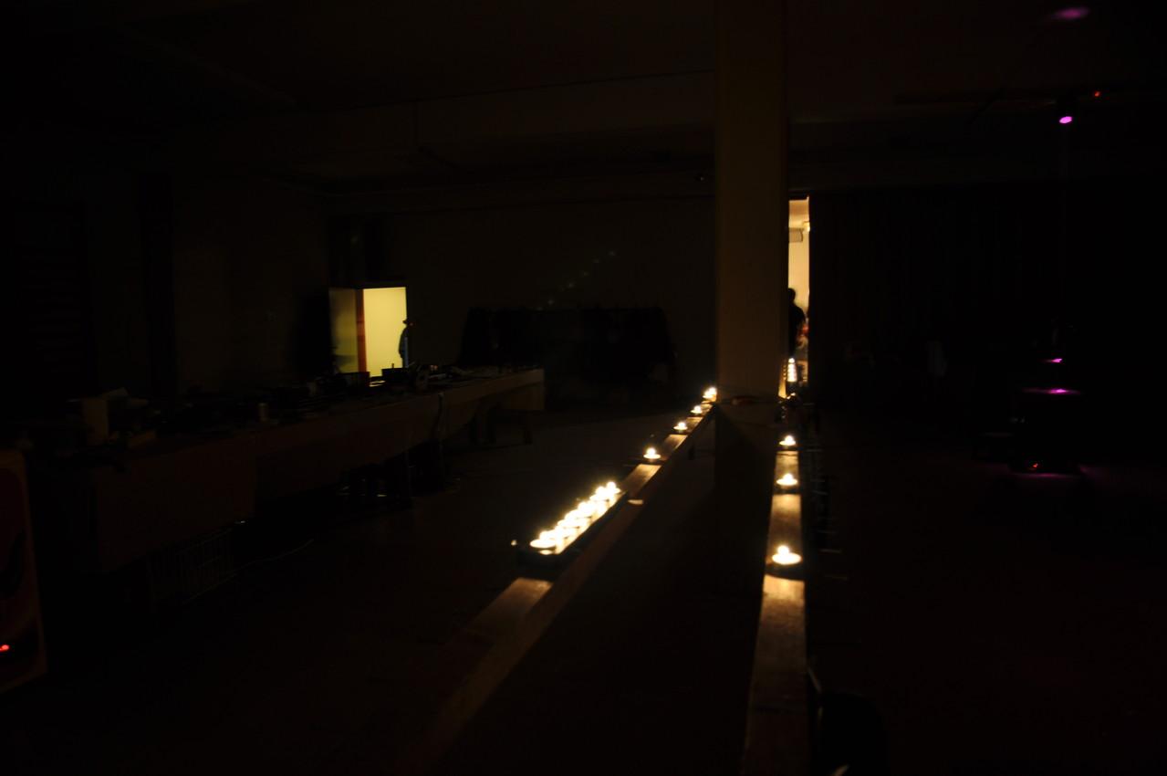 Natürlich leuchten Kerzen den Weg.