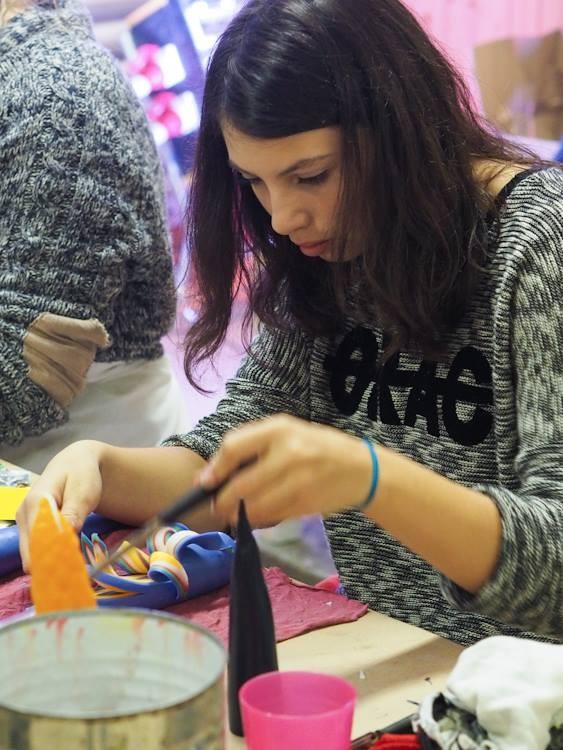 Auch das Team des Kerzenziehens ist nämlich ein Generationenprojekt.