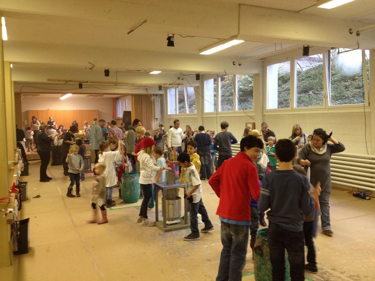 Grosser Aufmarsch: Sehr viel Publikum für einen Samstag am Böjuer Kerzenziehen.
