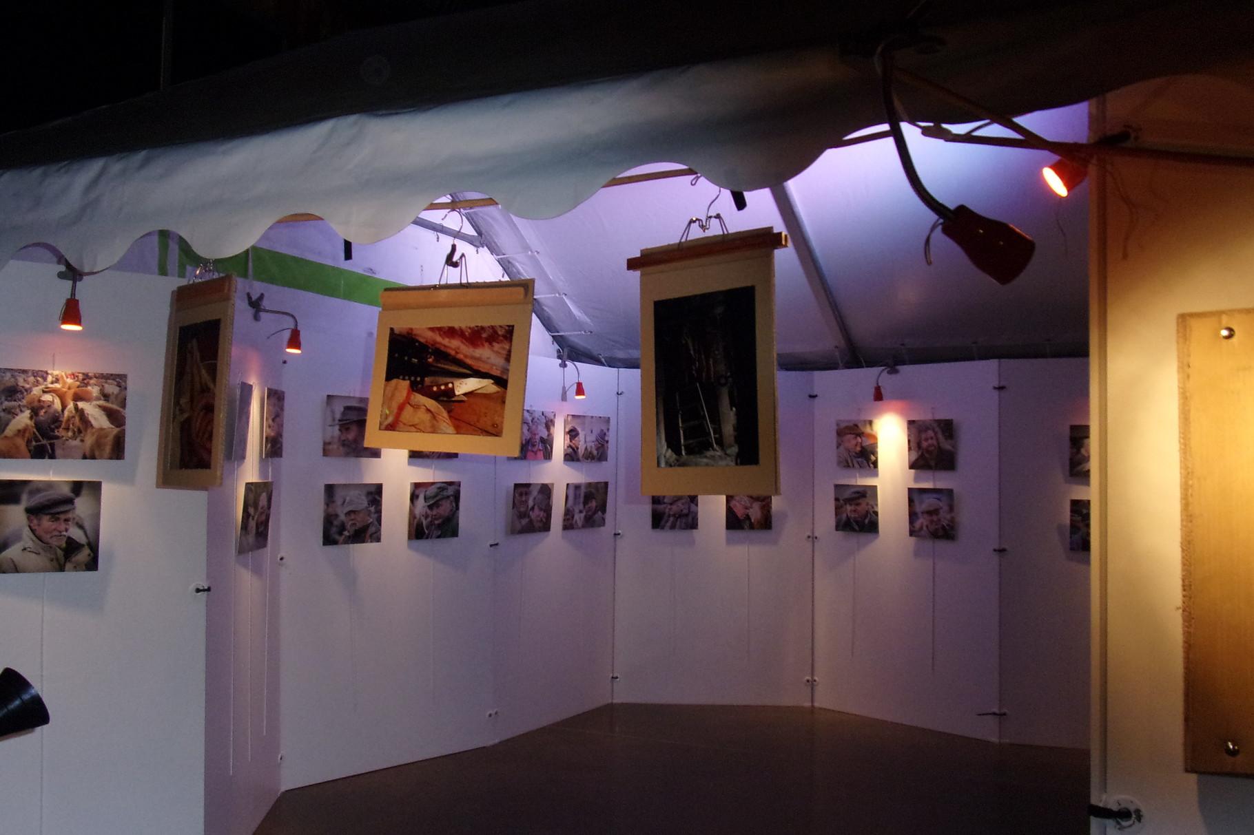 et des expositions photos