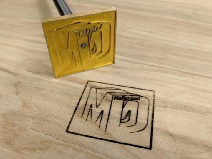Beispiel für Brennstempel mit dem Logo von Maßarbeit - Danilo Mattheß