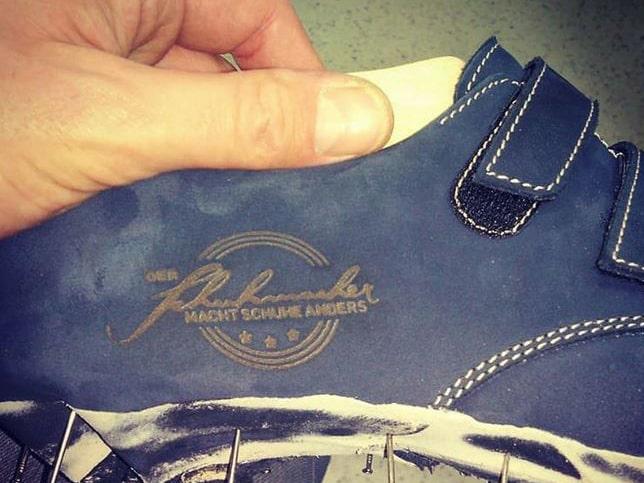 """Branding auf einem Lederschuh von """"Der Schuhmacher"""""""