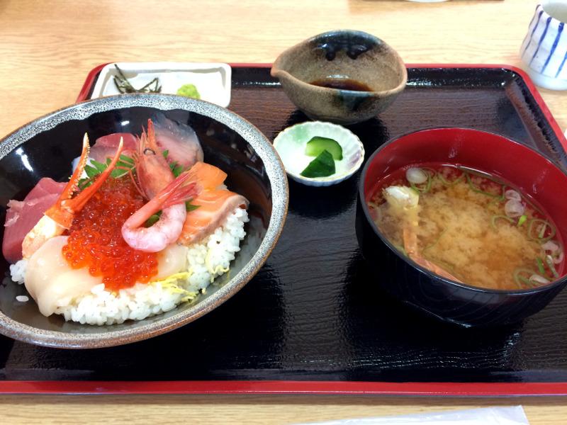 海鮮丼をいただきました(^-^)
