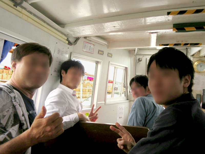 男性陣は前の方に乗船しました(^-^)