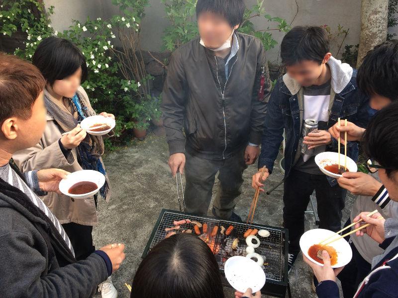 肉が焼けくると、みんな集まってきました(笑)