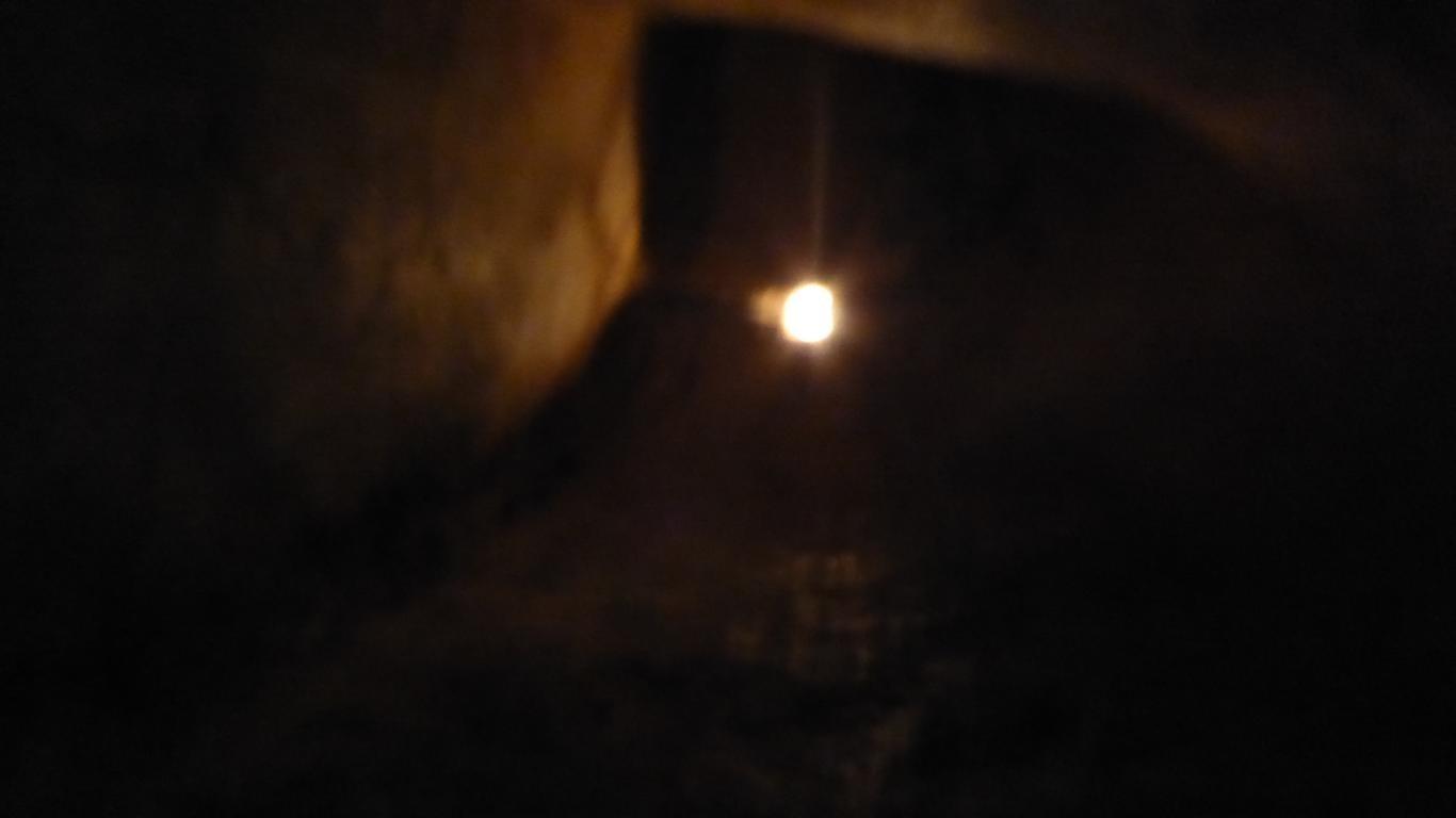 Durch den engen Tunnel wie ein Vietkong