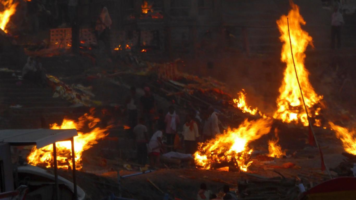 Tote werden verbrannt