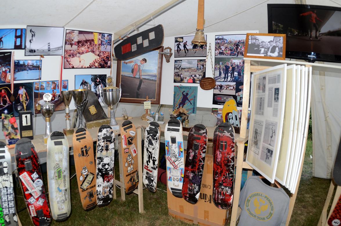 Paderborn Contest. Pokale, Bilder, Skateboards.