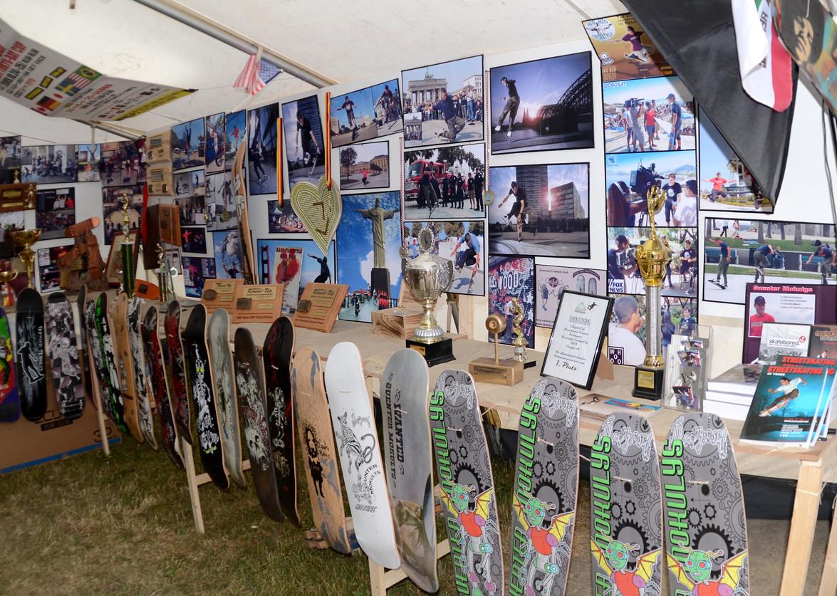 2010 - 2015 Contest. Pokale, Bilder, Skateboards.