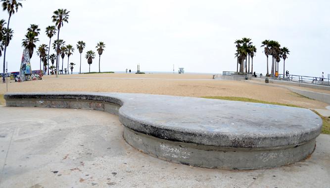 Skate-Curbs neben dem Skate-Park