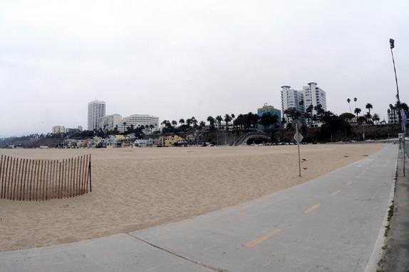 3 Meilen Beton, immer am Strand lang mit dem Rad oder Skateboard