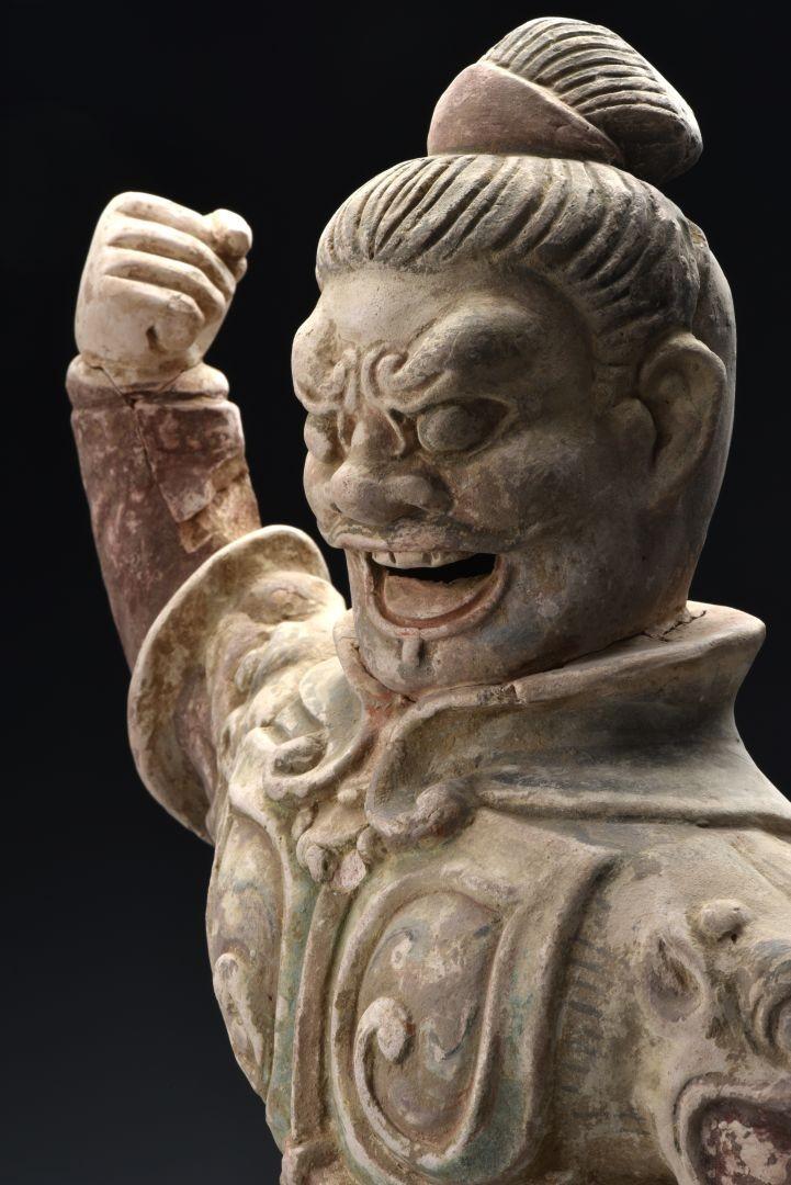 """Statuetta del """"Re del Cielo"""" in ceramica dipinta (particolare) - Dinastia Tang (618-907 d.C.)"""
