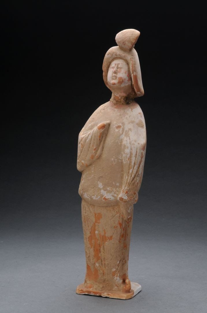 Statue of woman in red ceramic - Tang Dynasty (618-907 AD)