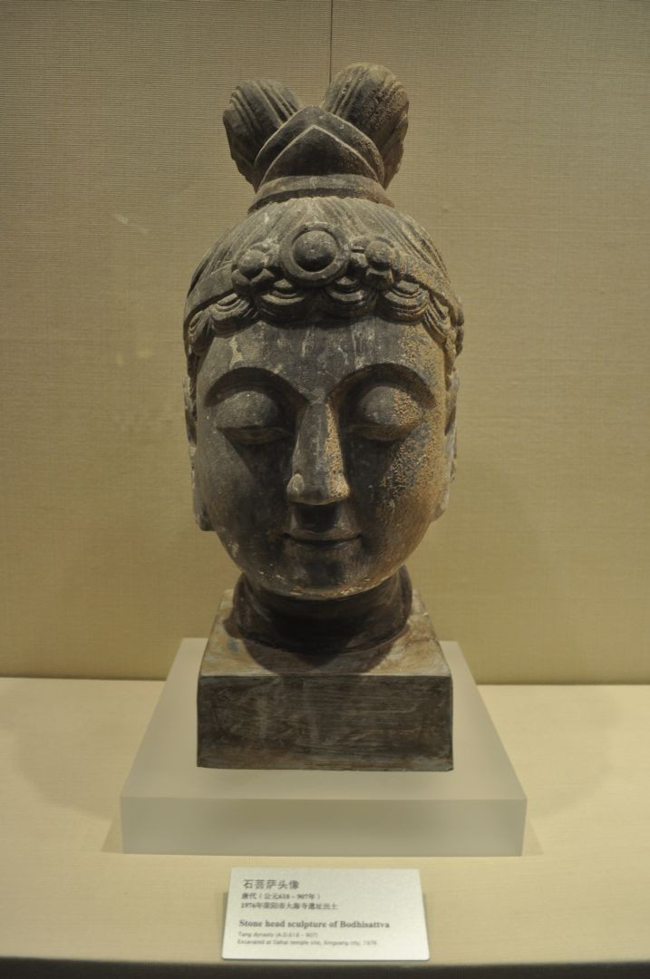 Head of Bodhisattva in stone - Tang Dynasty (618-907 AD)