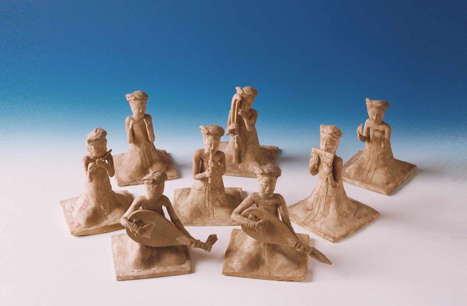 Statuette di suonatrici sedute in ceramica dipinta - Dinastia Sui (581-618 d.C.)