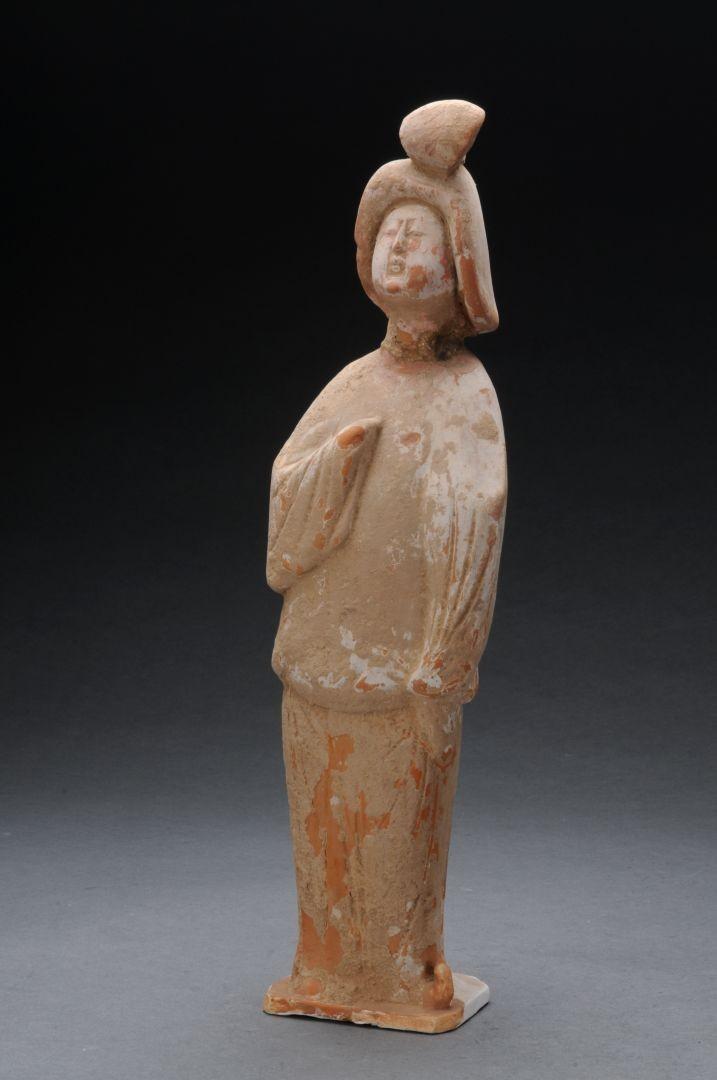 Statuetta di donna in ceramica rossa - Dinastia Tang (618-907 d.C.)