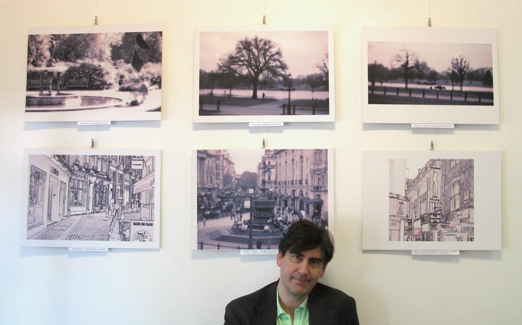 Marcello Ventrella con alcune delle immagini in mostra