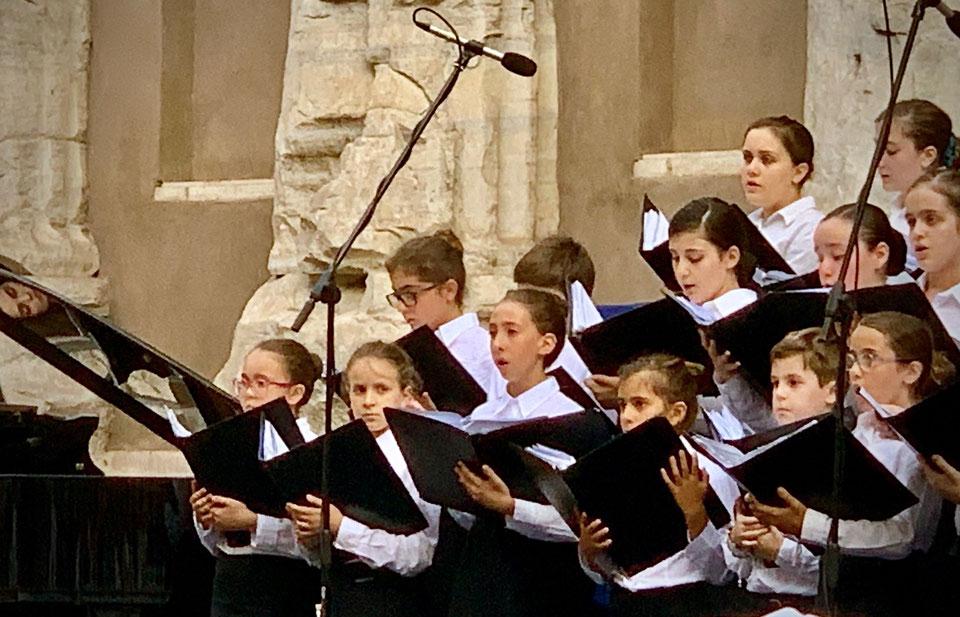 Scuola di Canto Corale del Teatro dell'Opera di Roma, particolare. Foto di Alessia Paionni