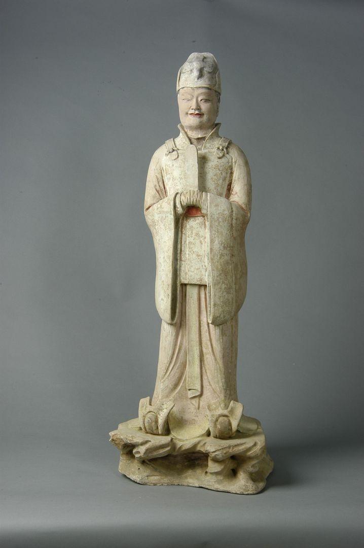 Statuetta di funzionario in ceramica dipinta - Dinastia Tang (618-907 d.C.)