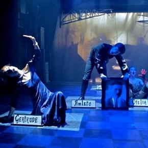 Una scena dell'Amletò. Courtesy Teatro La Comunità.