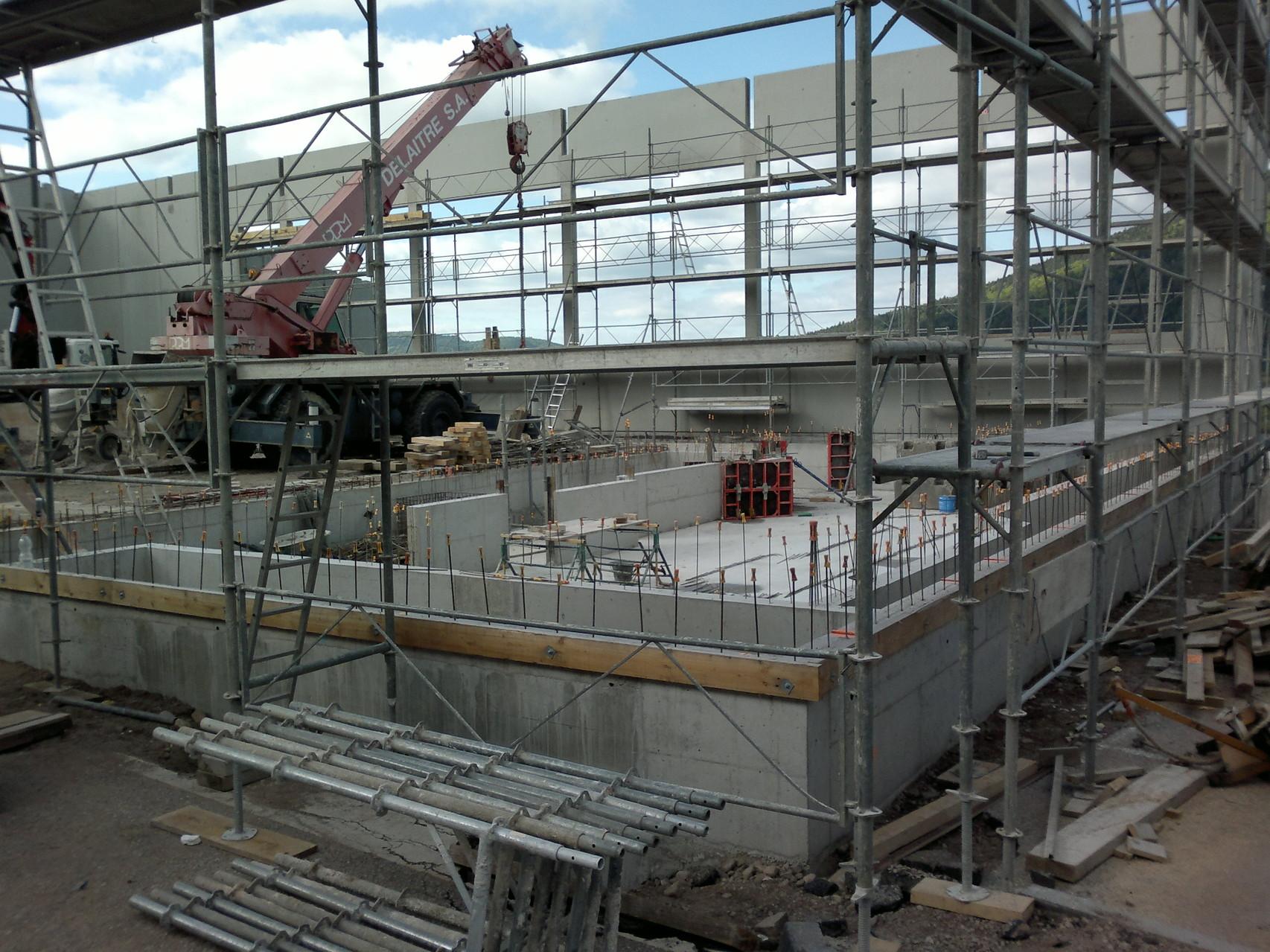 Encore la préparation des murs et la fosse prend forme...