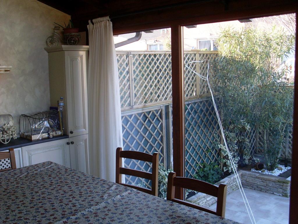 Ventanales fijos de cristal y aluminio para porche