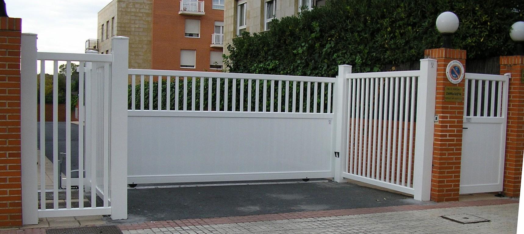 Puertas de jard n seccionales aluminios no in gar s - Puerta de madera para jardin ...