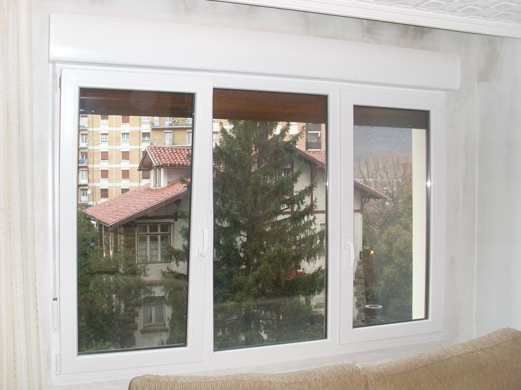 Ventana de pvc Kommerling en color blanco