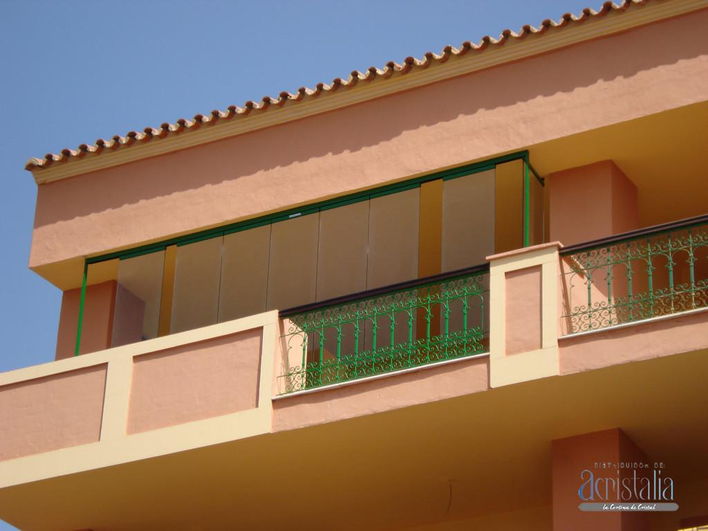 Acristalamiento de terraza mediante vidrio sin marcos