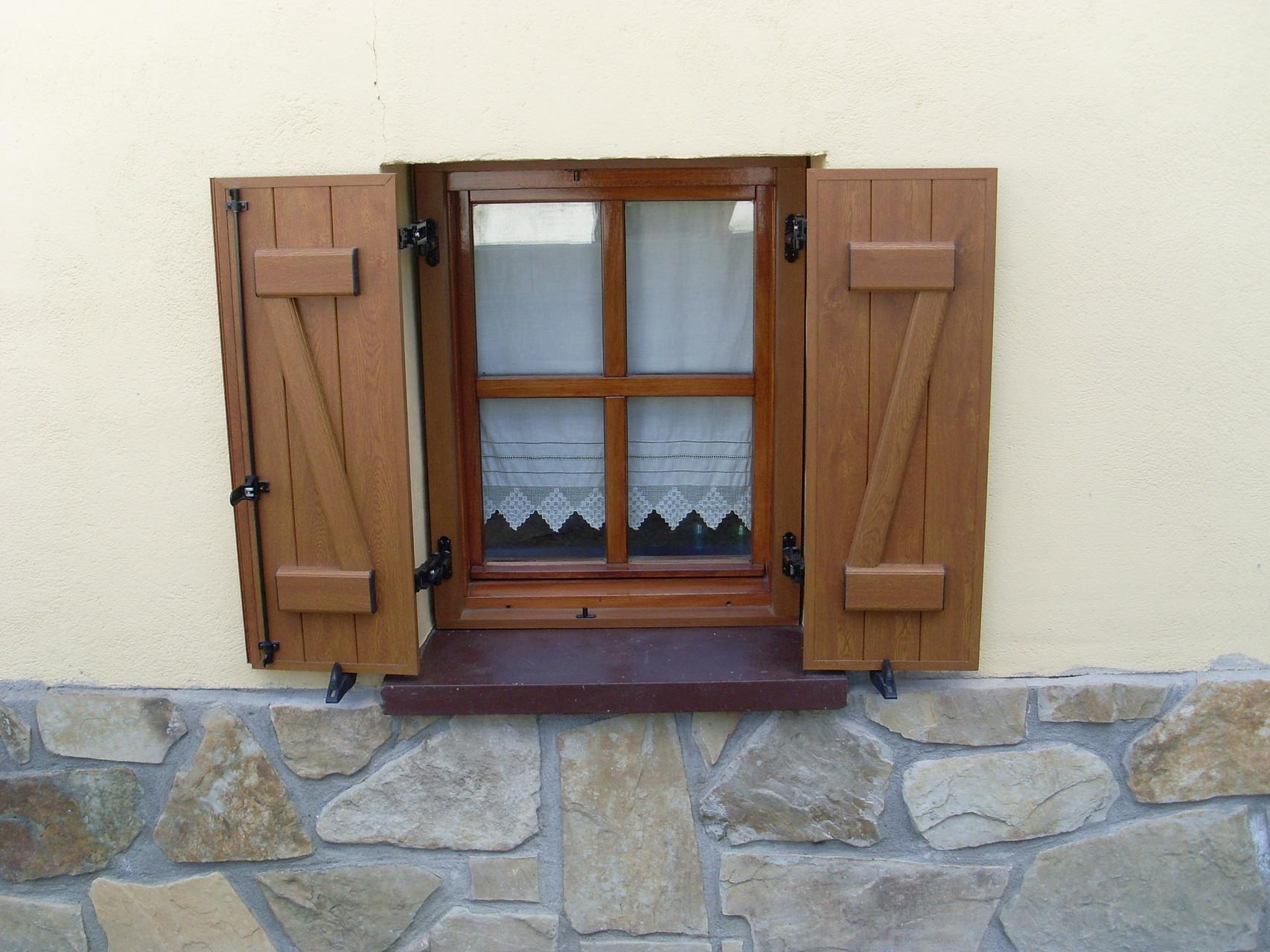 Contraventanas aluminios no in gar s for Porticones madera exteriores