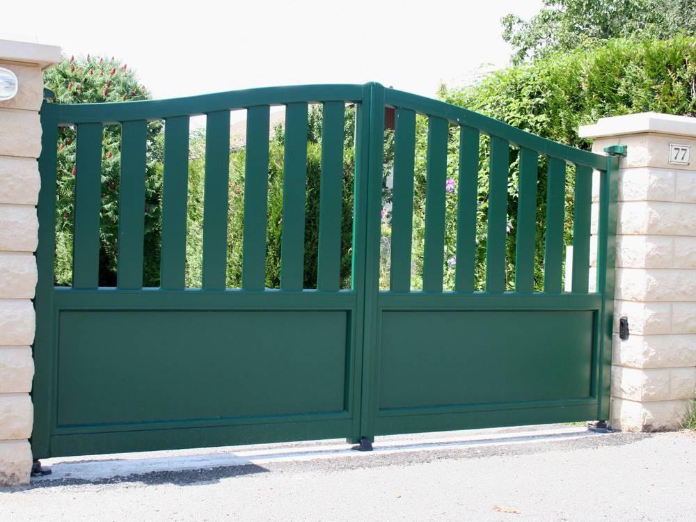 Puertas de jardín seccionales - Aluminios Noáin Garés
