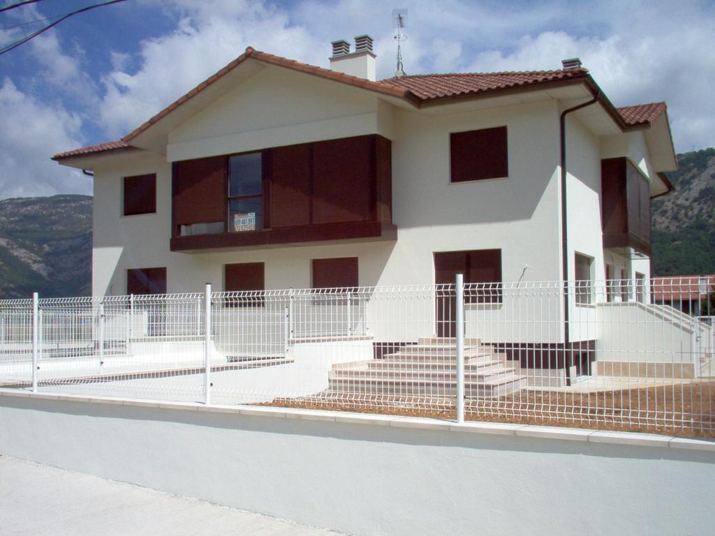 Mirador doble en aluminio marrón 8017 en Huarte Arakil, Navarra