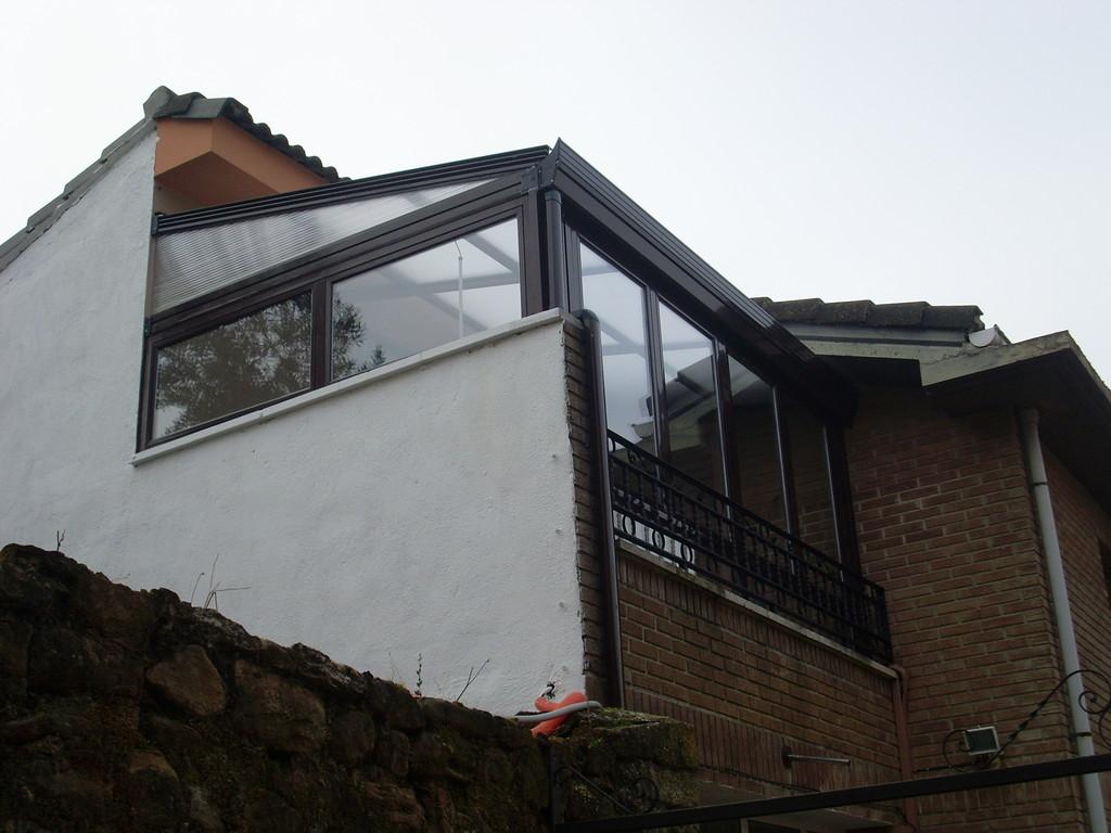 Cerramiento con techo móvil