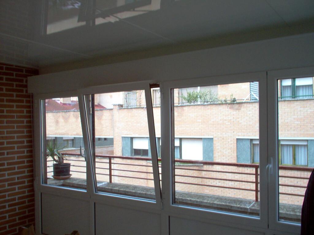 Persianas monobloch en cerramiento de techo