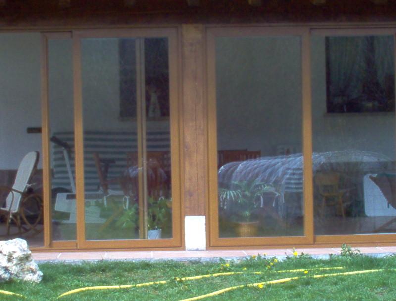 Detalles de puertas correderas en porche