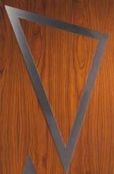 Detalle de acero inoxidable en la puerta de entrada