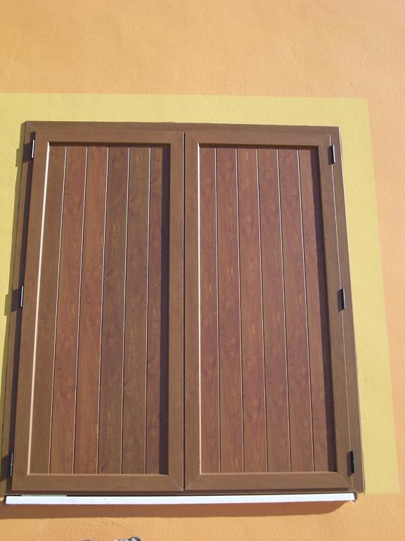 "Contraventana rústica tipo ""Z"" de aluminio lacado madera"