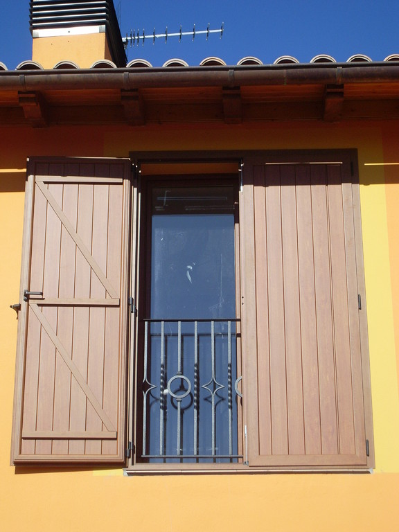 Contraventana rústica en Biurrun, Navarra