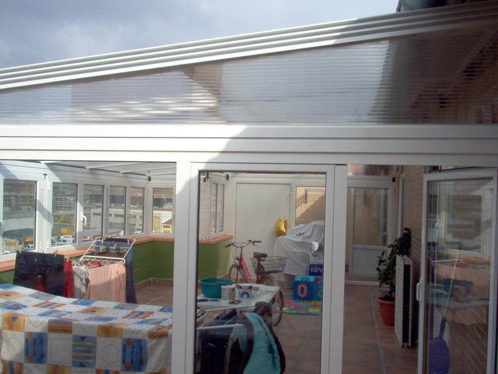Cartabón de policarbonato para techo móvil