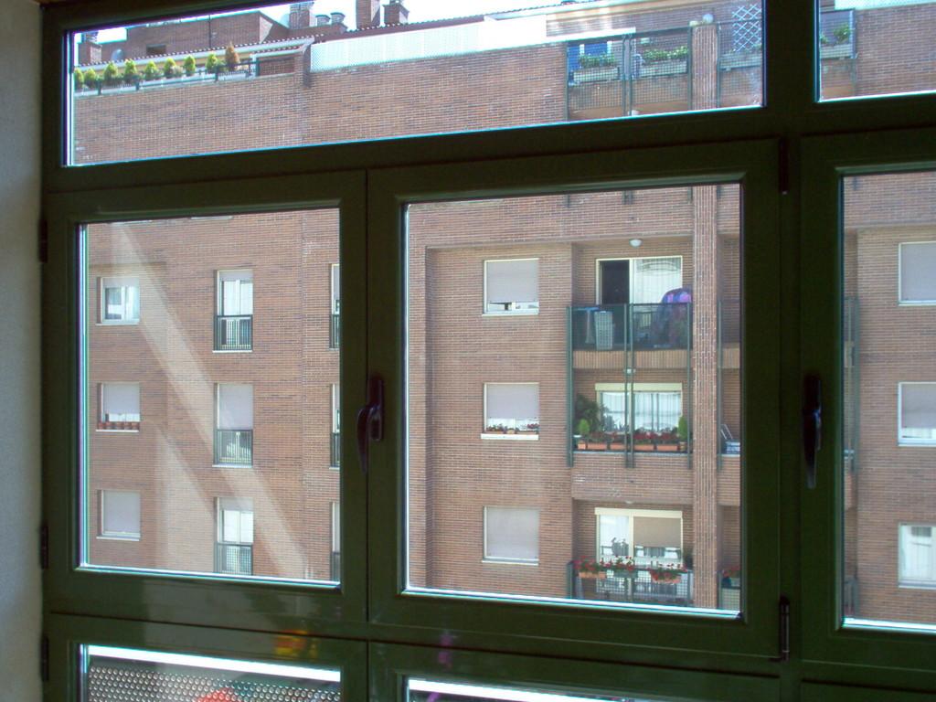 Cerrmiento de terraza con aperturas abisagradas